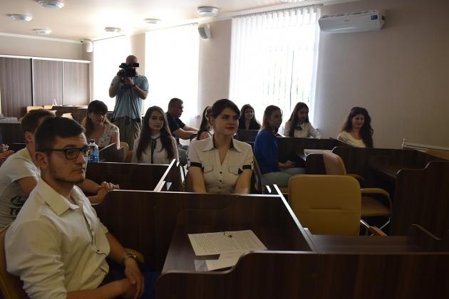 """Від кабінету міського голови до парламенту: розпочався набір молоді до """"Академії молодіжного лідера"""""""